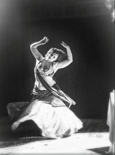 Temple Dancer Jessica LeLoBello, Photo by Jocelyn Lecours
